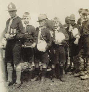 Queue_Cookhouse_Rhyll_August_1926